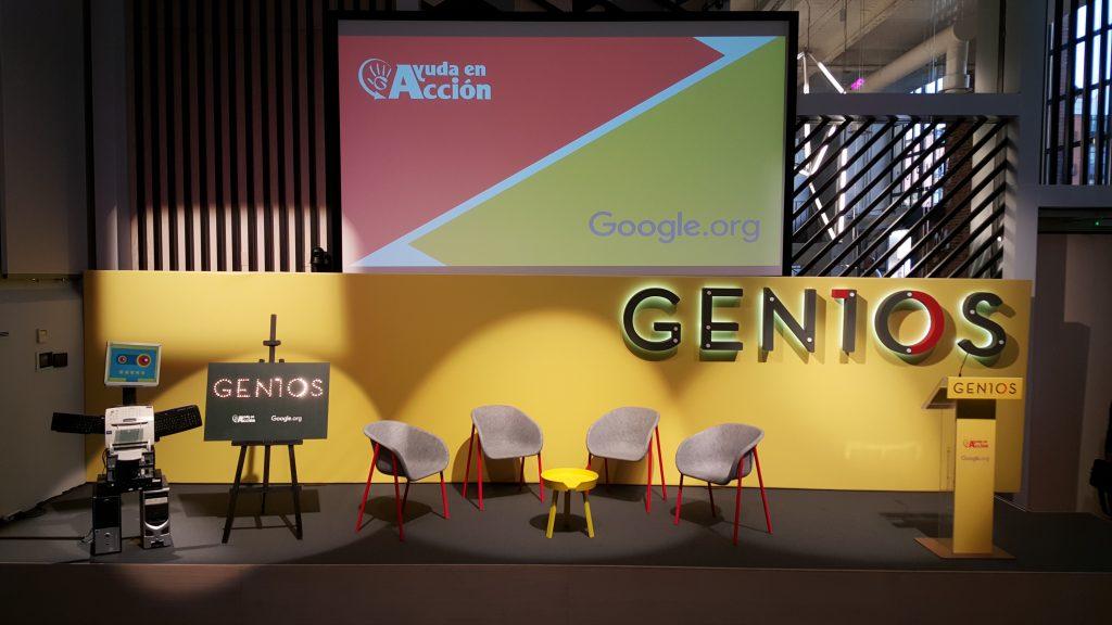 Escenario presentando el proyecto Gen10s de Ayuda en Acción y Google